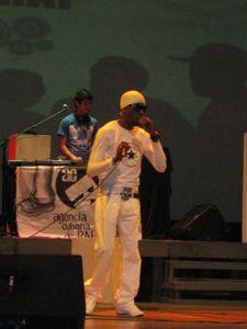 Concierto de raperos cubanos durante una gira nacional